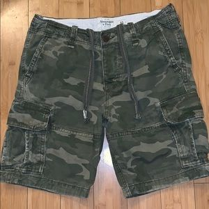 Mens size 33 Abercrombie & Fitch camouflage shorts